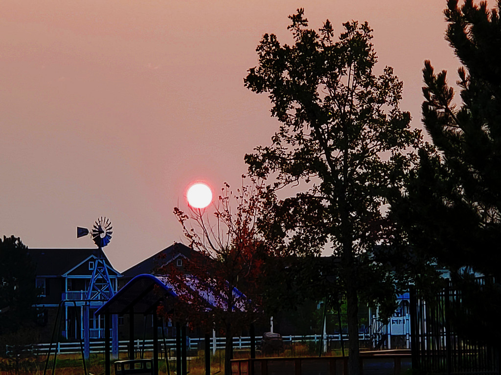 Red Sunrise by lllee0176