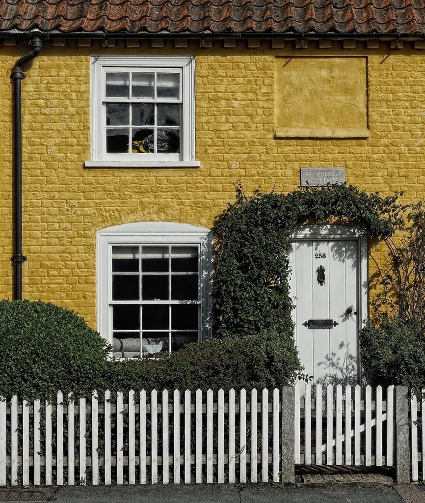 0825 - Cottage at Aldeburgh by bob65