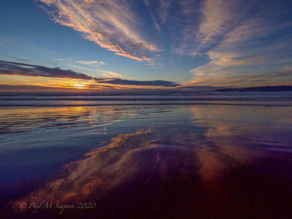 Reflecting on Autumnal Sunsets by elatedpixie