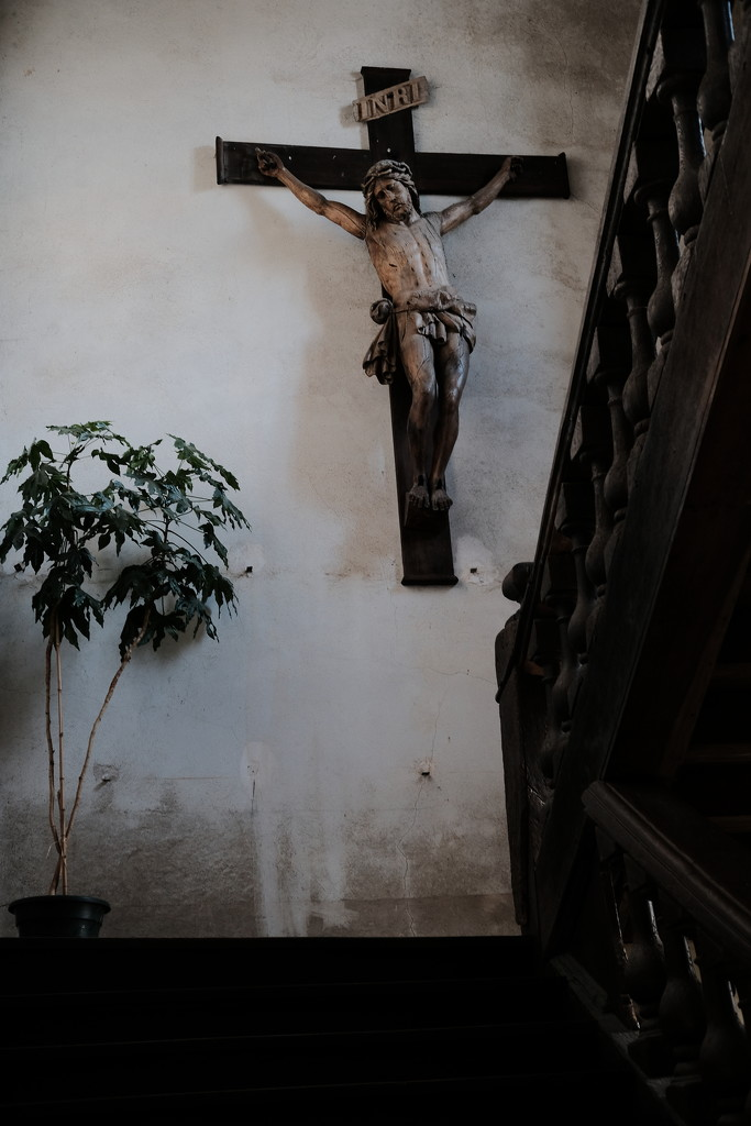 NF-SOOC-Sept-04 - Crucifix by vignouse