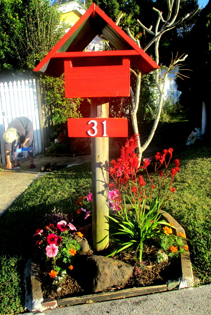 nice presentation of a letter box down the road from me by 777margo