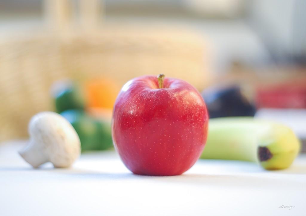 Apple by sherimiya