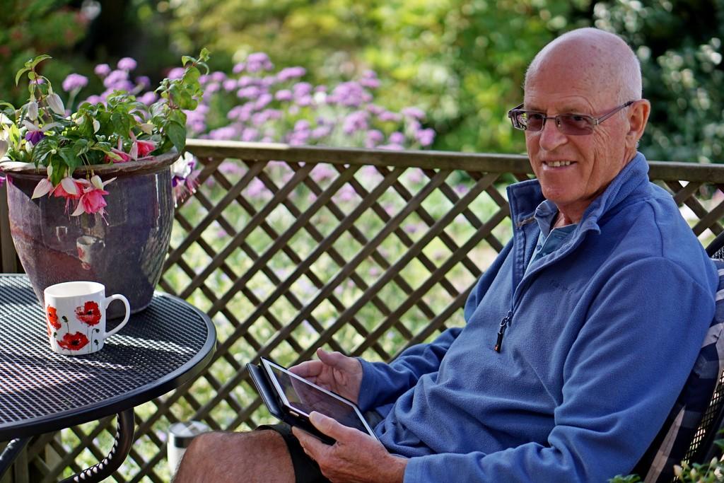 return to the garden: pause café by quietpurplehaze