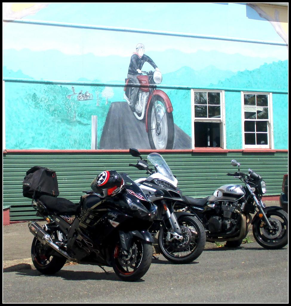 Kennilworth  Motor bike town by 777margo