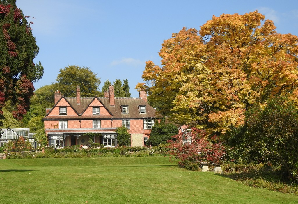 Early Autumn at Hergest Croft  by susiemc
