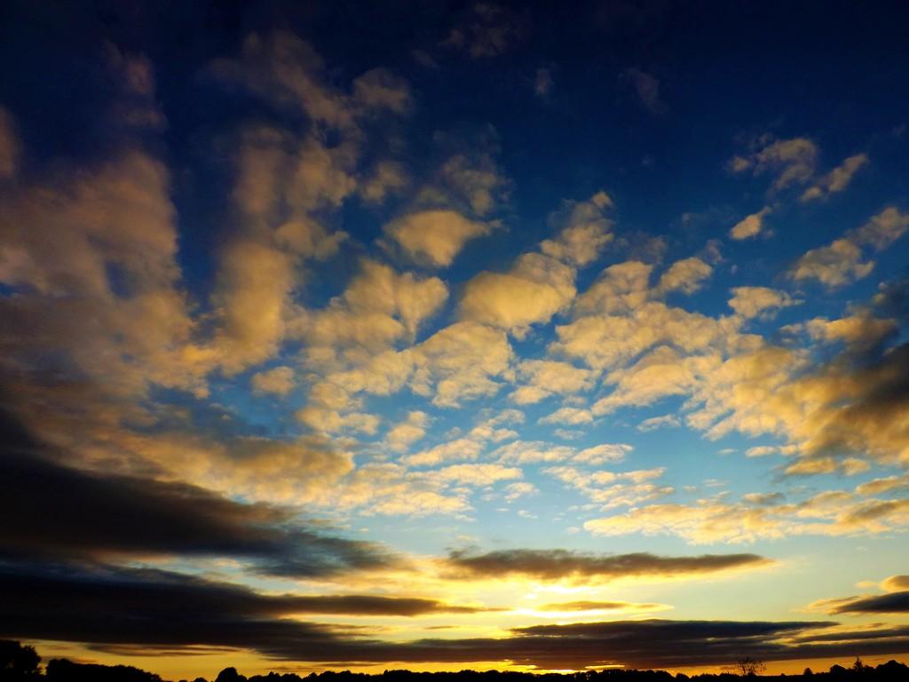 Evening Cloudscape by ajisaac