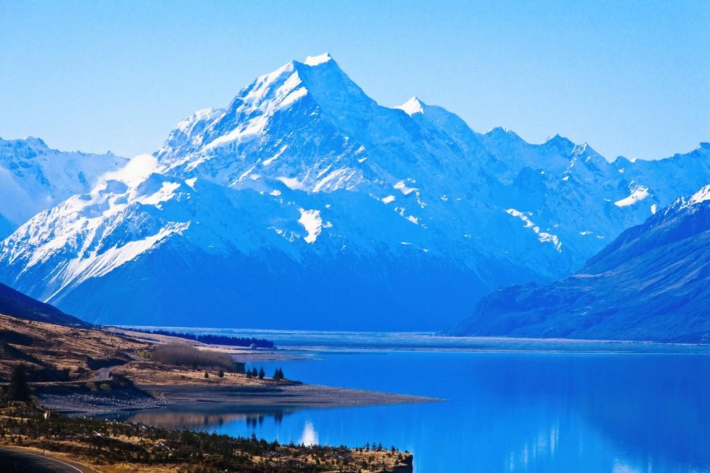 Aoraki beyond Lake Pukaki  by kiwinanna