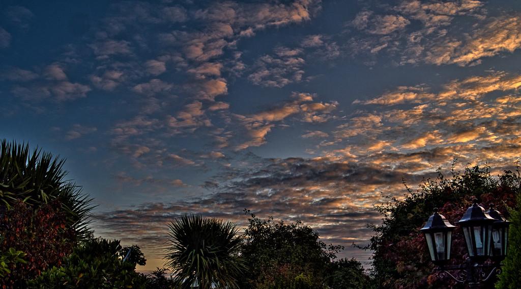 Autumn Morning Sky. by tonygig
