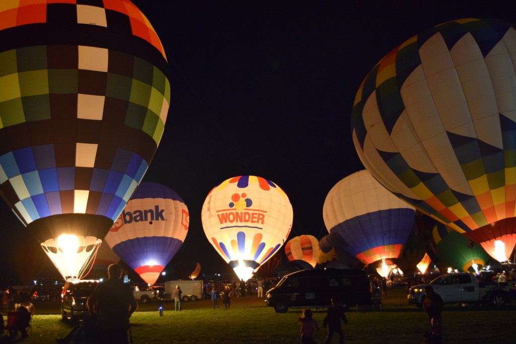 Balloon Glow by arthur2sheds