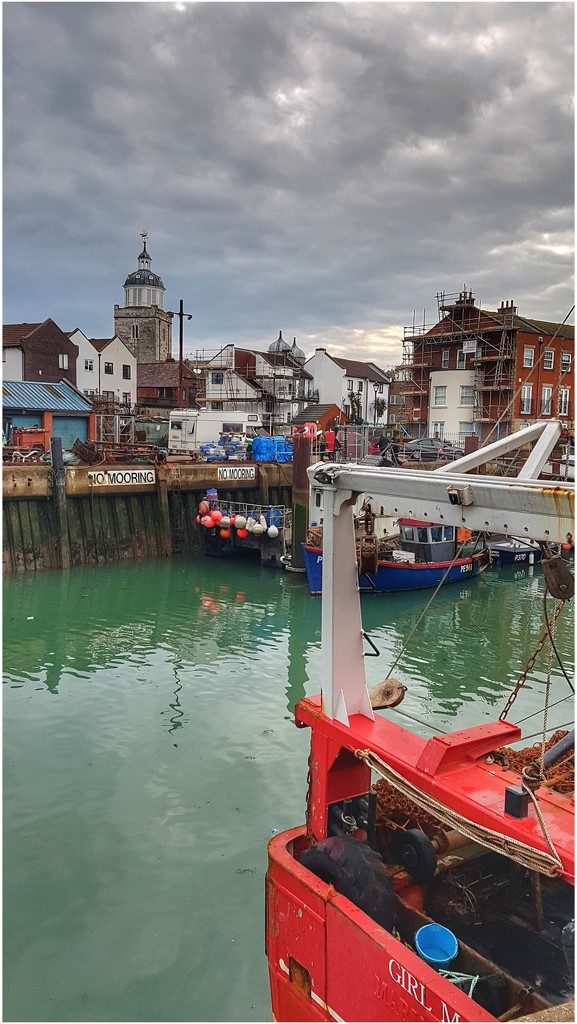 The harbour at Portsmouth  by lyndamcg
