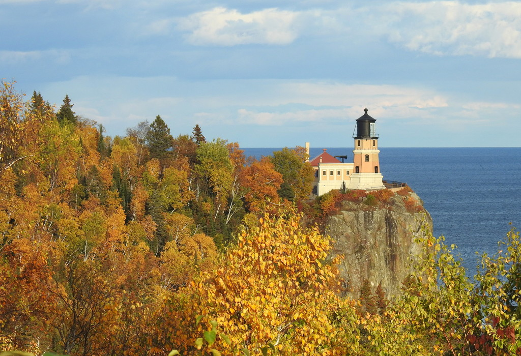 Split Rock Lighthouse  by juletee