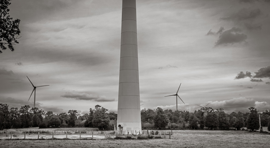 Wind turbines near and far... by vignouse