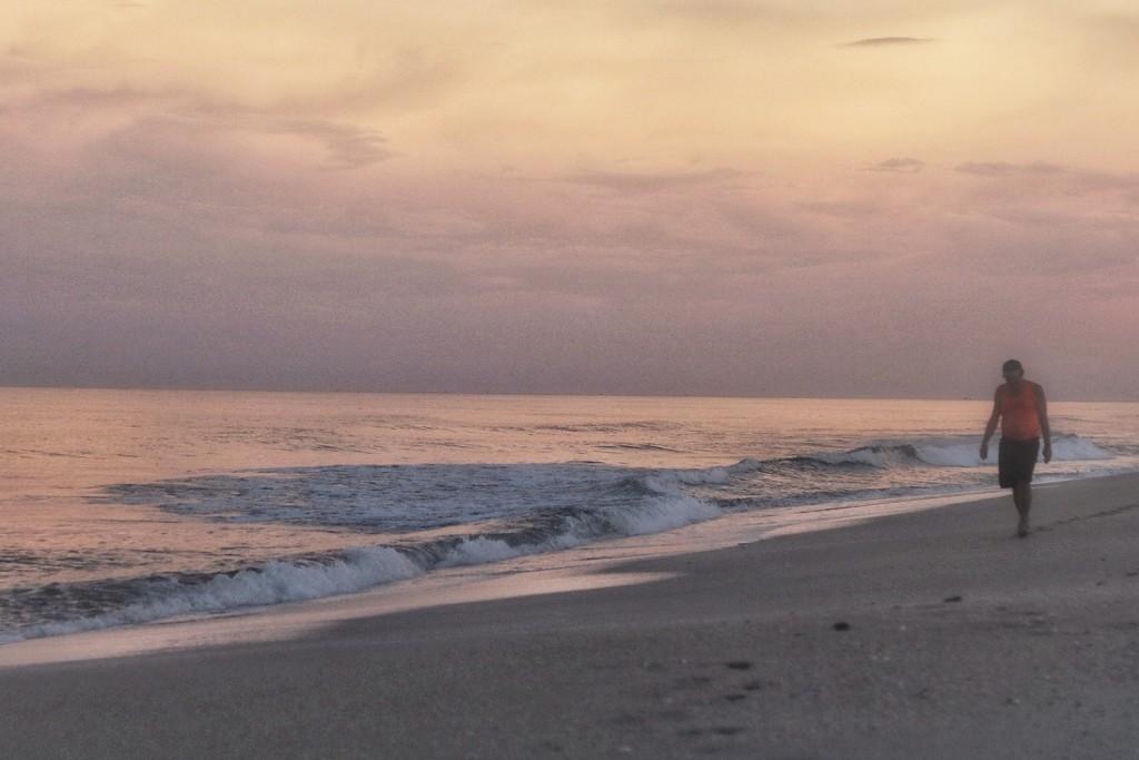 Sun setting on Hutchinson Island  by joesweet