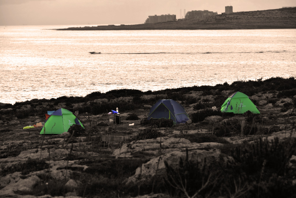 CAMPING ON THE ROCKS by sangwann