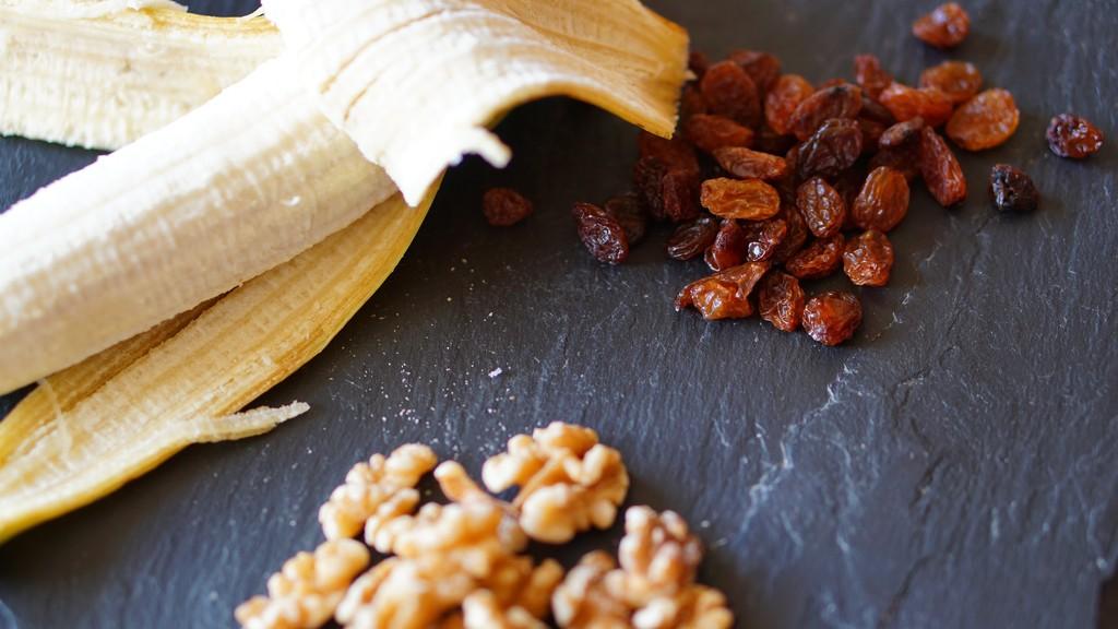 banana and walnut cake by quietpurplehaze