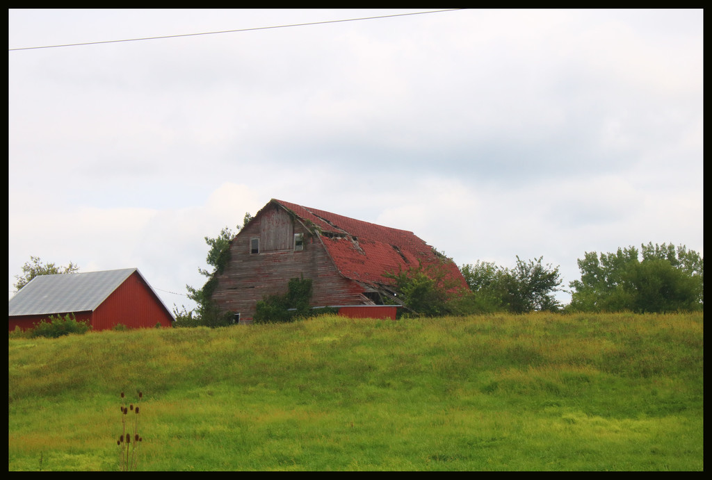 Old Barn down the road by ladykassy46