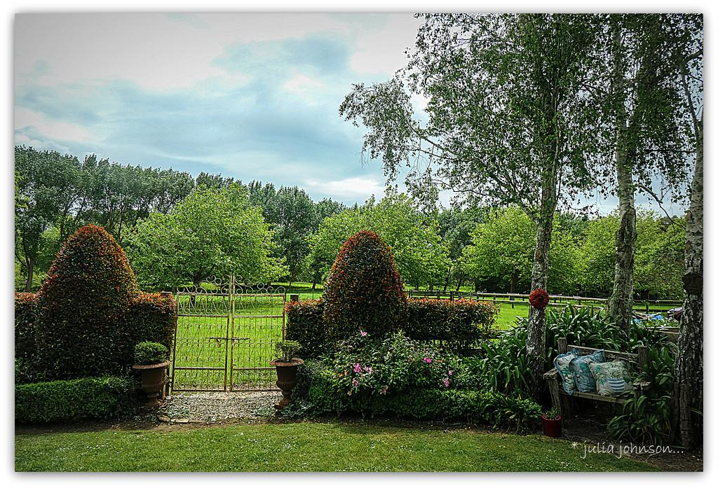The Country Garden... by julzmaioro