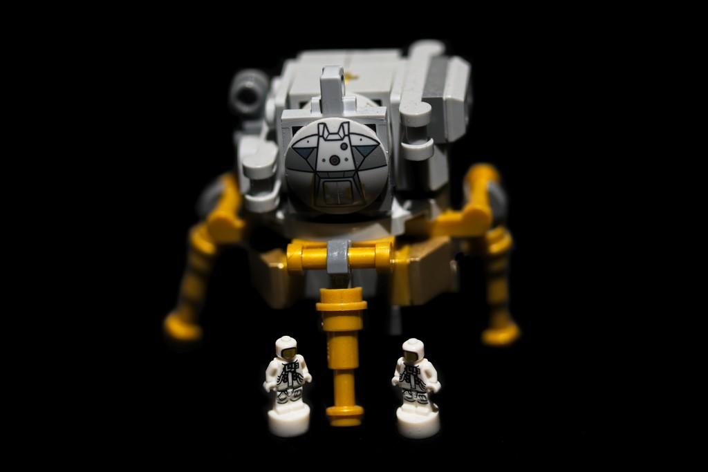 Lego Lunar Lander by billyboy