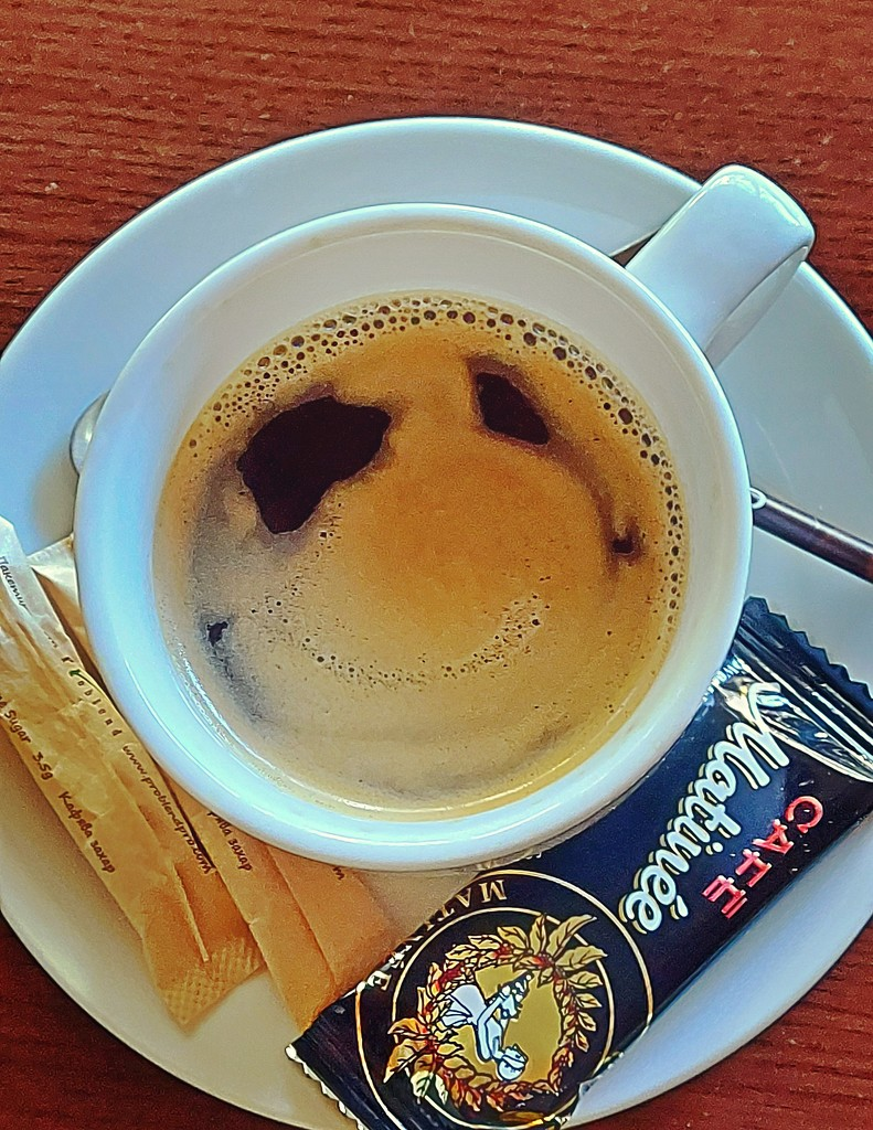 Smiling coffee by axika