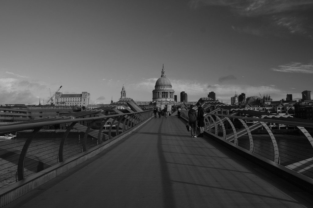 Crossing the Millennium Bridge by rumpelstiltskin