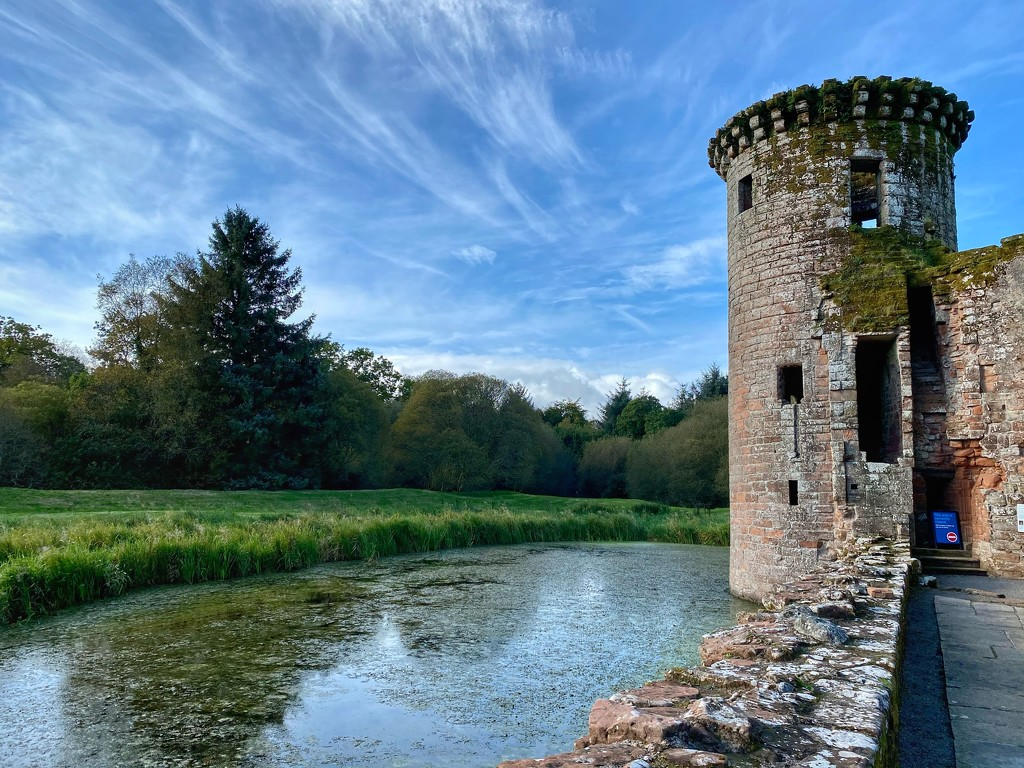 Caerlaverock Castle by darrenboyj