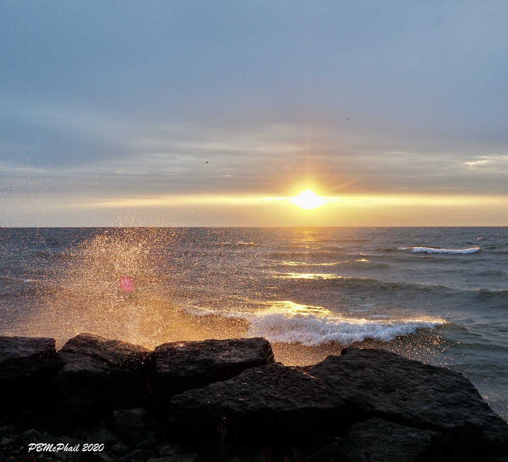 Sun, Wind, Waves and Spray by selkie