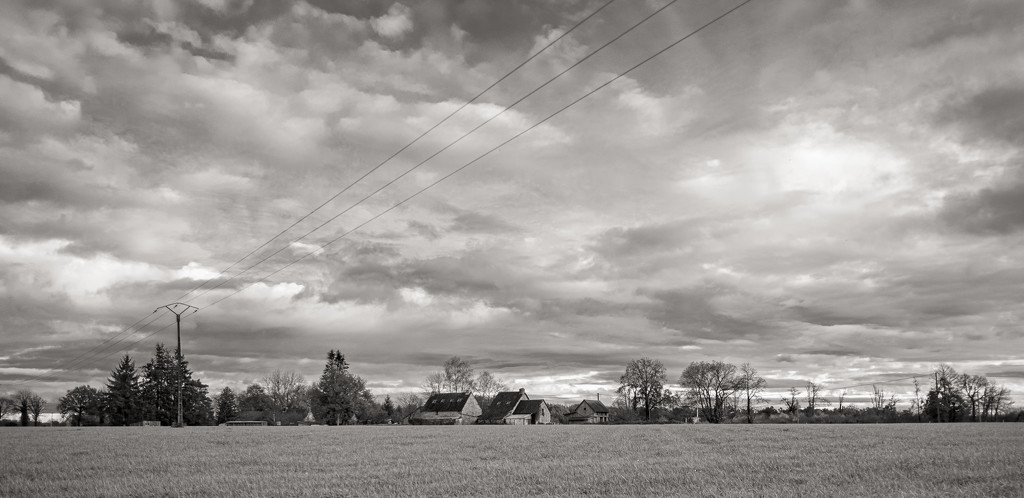 Big Sky... and Powerlines by vignouse