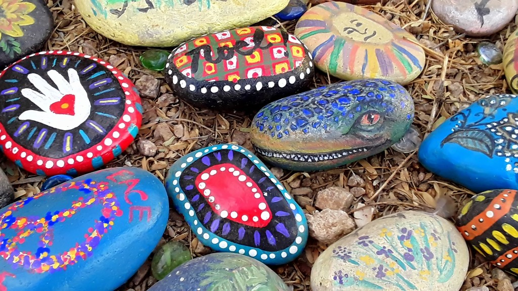 cute painted rocks by blueberry1222