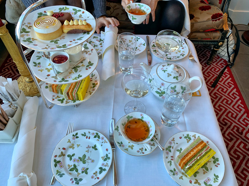 Teatime.  by cocobella