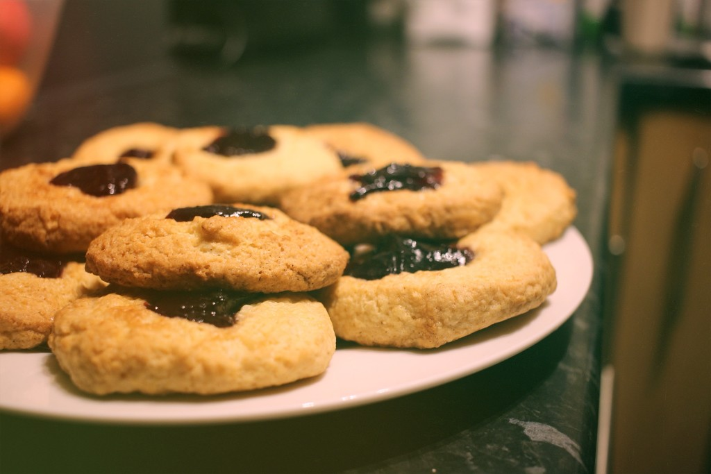 Simple Jammy Biscuits by spuddy