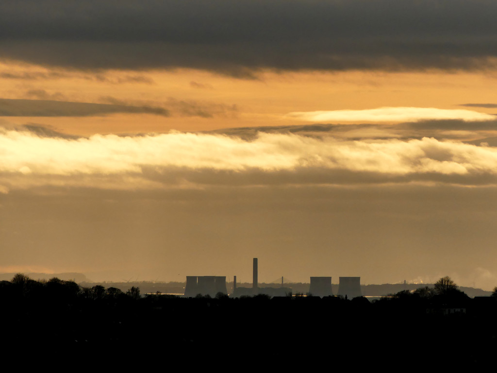 Fiddler's Ferry power station by janturnbull
