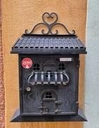 26th Nov 2020 - A heart on a mailbox.