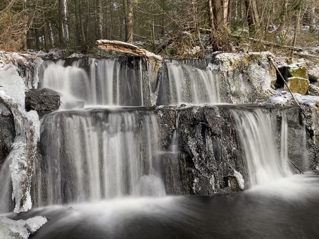 Water Falls by radiogirl