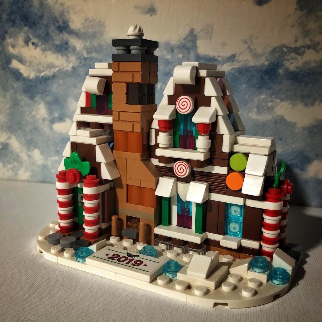 Gingerbread House by rwaterhouse