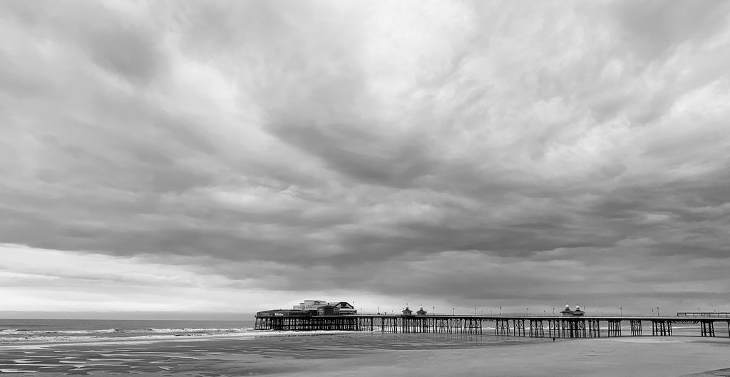 The North Pier by happypat