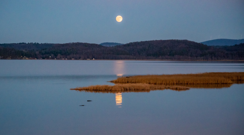 beaver moon rise by bmaddock