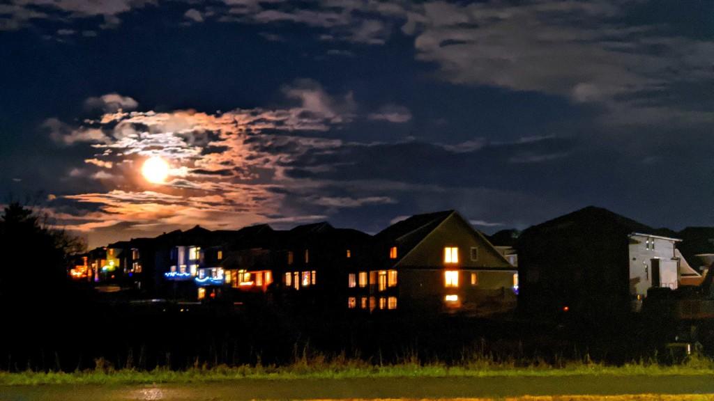 Bright Big Moon by gq