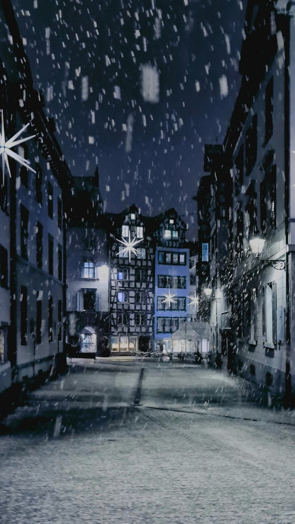 Snowfall in the old town by roulin