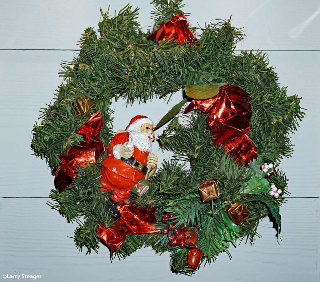 Antique Holiday Wreath by larrysphotos