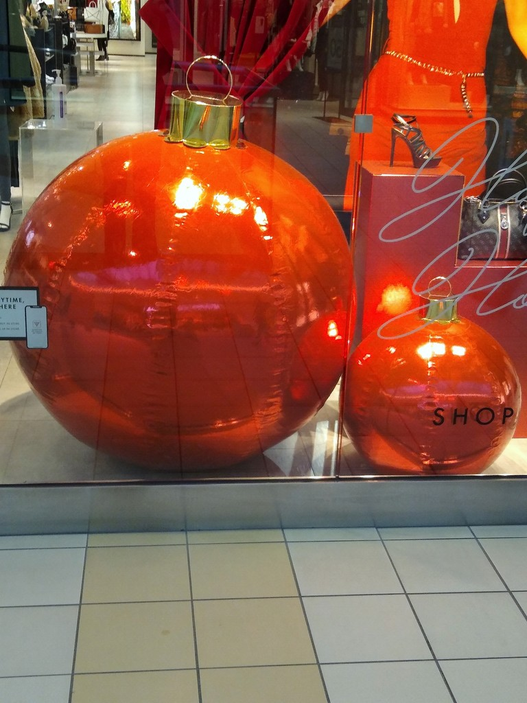 Christmas decoration in our Newmarket Mall by bruni