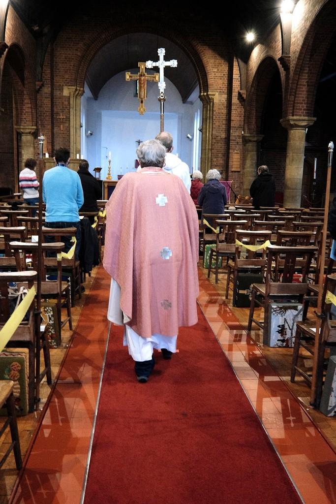 Rose Vestments on Gaudate Sunday by allsop