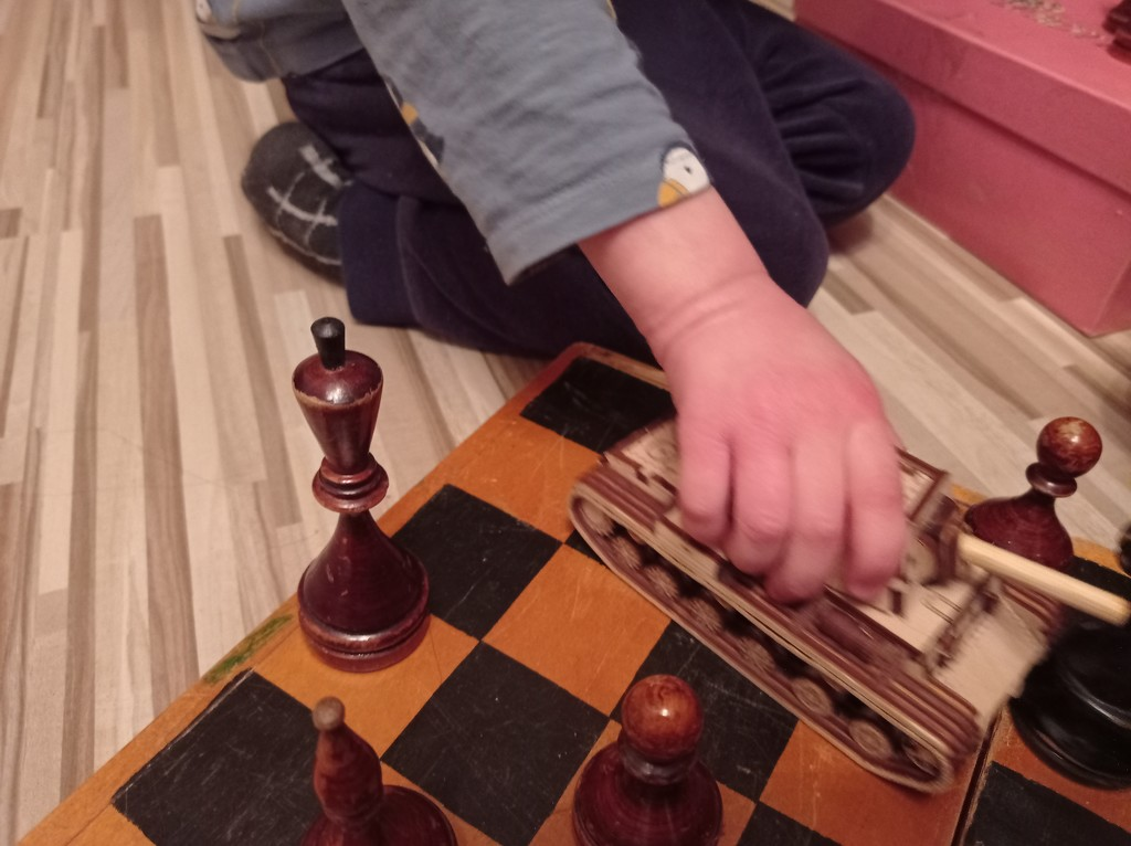 Бой в шахматы обещает быть жарким by cisaar