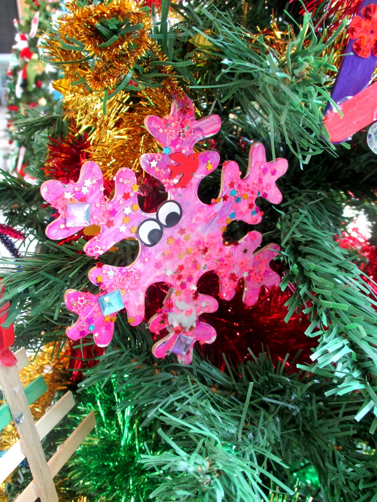 A Xmas Star made by the childrens, ward of the SSCUHospital by 777margo