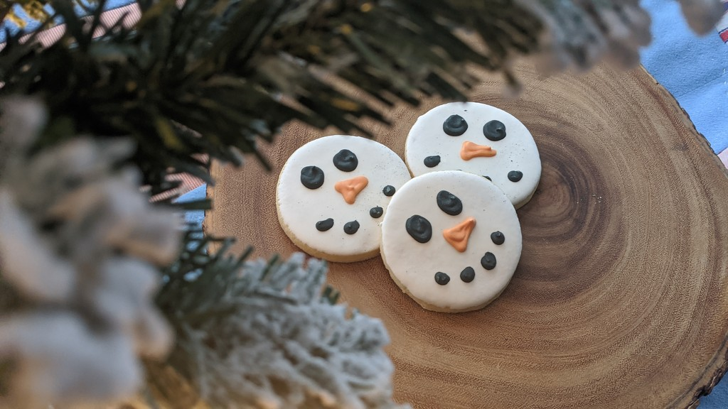 Snowmen Cookies by gq