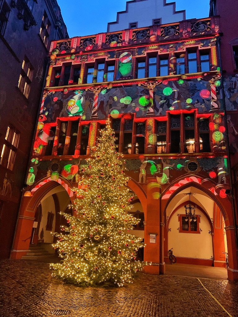 Baubles on the Rathaus.  by cocobella
