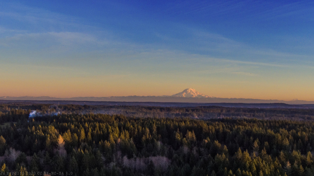 Mt Rainer at Sunset by byrdlip