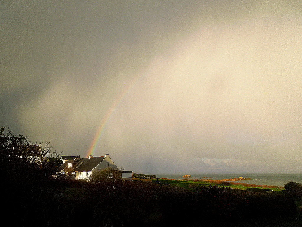 Another rainbow on New Year's Day by etienne