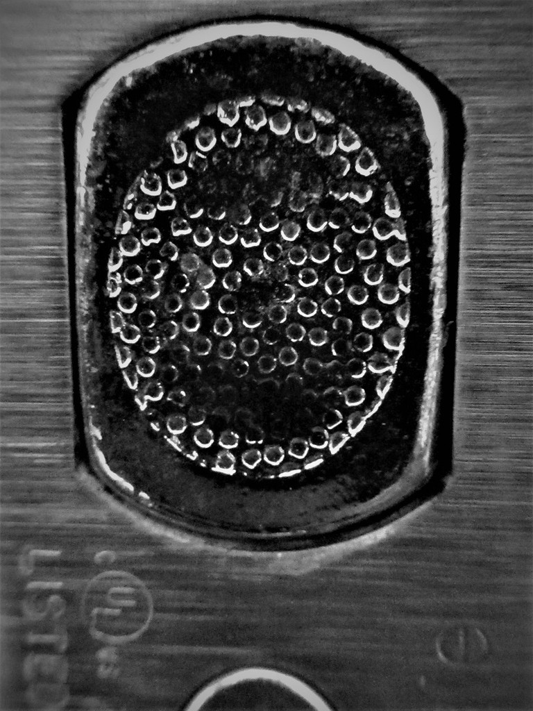 Lock - macro in black & white by granagringa