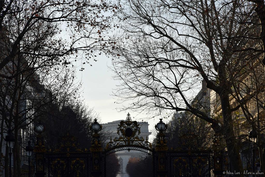 Arc de Triomple from parc Monceau by parisouailleurs