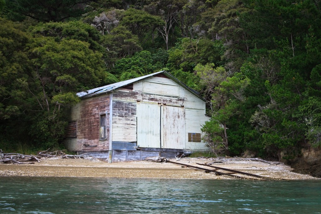 Broughton Bay boathouse  by kiwinanna